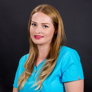Dr. Andreea Papuc